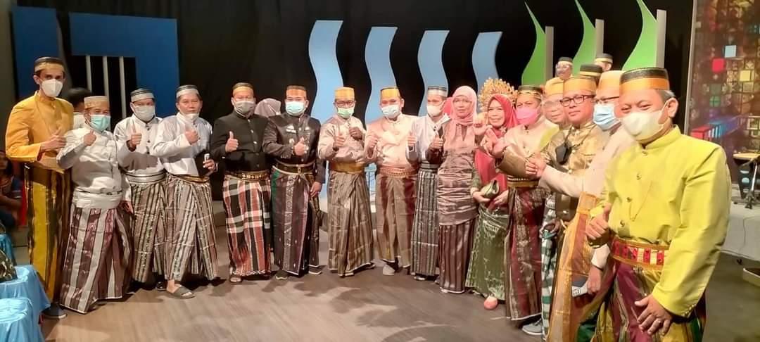 Kepala SMA IT Al Fatih Mendampingi Kepala Dinas Pendidikan Provinsi Di TVRI